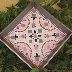 Tile Crafts, Mosaic Crafts, Mandala Rose, Mosaic Tray, Mosaic Art Projects, Mosaic Flower Pots, Backyard Patio Designs, Gris Rose, Projects To Try