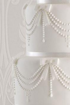 chanel-pearl-wedding-cake