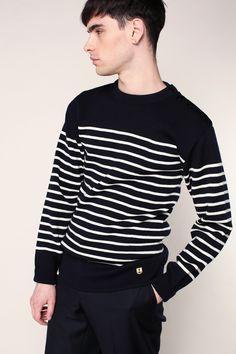 Pull en laine marine à rayures blanches boutonné à l'épaule Heritage