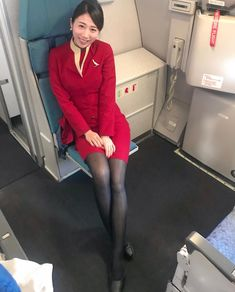 【Hong Kong】 Cathay Pacific Airways cabin crew / キャセイパシフィック航空 客室乗務員 【香港】 Airline Attendant, Flight Attendant, Sexy Asian Girls, Beautiful Asian Girls, Airline Uniforms, Cathay Pacific, Pantyhose Legs, Nylons, Black Stockings