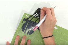How To Iron-On Tumblers - Makers Gonna Learn Easy Diy Gifts, Great Gifts, Cricut Tutorials, Cricut Ideas, Cricut Craft Room, Circuit Design, Candy Bouquet, Iron On Vinyl, Apple Iphone 5