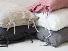 Linen pillowcases made of stonewashed linen. This airy fabric allows skin to breath and ensures feeling of freshness. Linen Pillows, Bed Linen, Linen Bedding, Bedding Sets, Dreams Beds, Minimalist Interior, Natural Linen, Pillowcases, Textiles