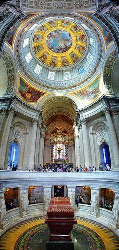 Interior - Les Invalides. Napoleon's tomb.