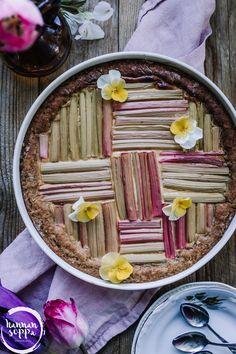 RAPARPERI-MASCARPONEPIIRAKKA (GLUTEENITON) - Hannan soppa Cupcake, Baking, Food, Mascarpone, Meal, Patisserie, Cup Cakes, Backen, Eten