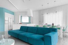 """Διακόσμηση: Ο μινιμαλισμός και το χρώμα """"παντρεύονται"""" σε ένα πολυτελές σπίτι! - Tlife.gr"""