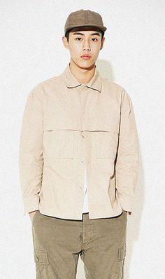 셔츠와 자켓의 중간형제품. 아메카지룩에 적용해도 좋을 제품. 퍼디그디자인의 요소를 도입하였습니다. 모델 180cm / 65kg / M size