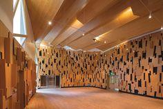 Escuela de Música Herb Albert, UCLA, Los Angeles, CA - Ampliación: Kevin Daly Architects; edificio original: Welton Becket - © Iwan Baan