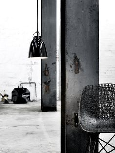 :: DETAILS :: love the simple pairing of black details from the pendant to the Moooii chair #details