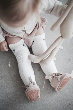 Beautiful off white knee high socks. Perfect for keeping legs warm in the winter and paired with skirts & dresses in the summer 75% Cotton, 23%...