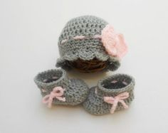 Baby hat and booties set   Baby Outfit   Grey   Pink   Bow beanie  Baby  Girl Outfit   Take home hats  photography prop   crochet knit 579277810042