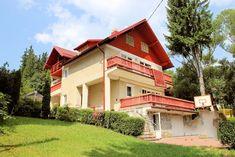 Vila cu 8 camere de vanzare in Busteni (judetul Prahova, Romania), zona Zamora, aceasta avand suprafata construita totala de 349 mp si fiind amplasata pe un teren in suprafata de 602 mp. Imobiliare Busteni pe Valea Prahovei. House for Sale in Prahova Valley. Romanian Real Estate for Sale.