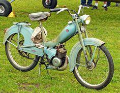 La Mobylette - one beautiful blue Bike!