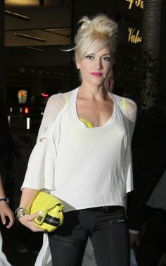 Gwen Stefani.. yellow, white n' black