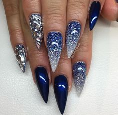 "Dimonds Nails : ""Midnight Blue"" med blått glitter, Diamond och silverflakes - Buy Me Diamond Fabulous Nails, Gorgeous Nails, Acrylic Nail Designs, Nail Art Designs, Nails Design, Blue Stiletto Nails, Dope Nails, Prom Nails, Trendy Nails"