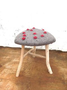 objekte und wesen aus wolle, seide, hanf, inselwind und meeresrauschen ::: objects and things with soul made out of wool, silk+hemp and the energy of this beautiful island ::: objetos y cosas con alma de fibras naturales y el murmullo del mar Wet Felting Projects, Floor Art, Beautiful Islands, Textile Art, Making Out, Sculptures, Textiles, Flooring, Wool