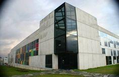 Eurográficas, nuestro edificio con aspecto inacabado, en Santiago de Compostela