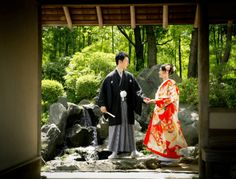 和装で挙げる結婚式 前撮り撮影の華雅苑 Sari, Japanese, Bridal, Wedding, Fashion, Kimonos, Wedding Ideas, Saree, Valentines Day Weddings