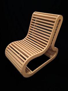 Cadeira ARCOS - Madeirada.  Cadeira com design lindo e inovador.  Confeccionada em compensado naval e com acabamento folheado.