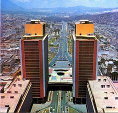 Caracas, Venezuela. - ¡Vio fábrica de vidrio hermosa!