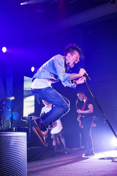 Nate Ruess can apparently fly. Fun.