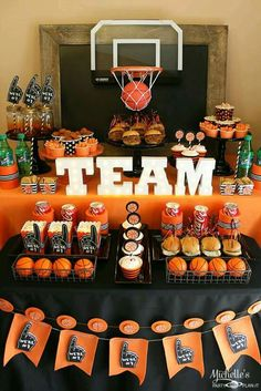 Basketball Party Idea: March Maddness Themed Food & Mini Basketball Party Favors - Fitness and Exercises, Outdoor Sport and Winter Sport Mini Basketball, Basketball Party Favors, Basketball Baby Shower, Basketball Birthday Parties, College Basketball, Basketball Decorations, Basketball Shoes, Basketball Cupcakes, Sports Party Favors