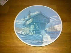 """Plate with picture of """"stabbur"""" from Porsgrund porselen Folklore, Decorative Plates, Tableware, Pictures, Home Decor, Photos, Dinnerware, Decoration Home, Room Decor"""