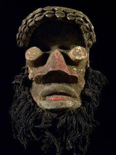 ** Maske der Ngere / Elfenbeinküste ** incl. Ständer **