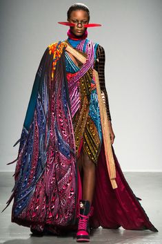 Manish Arora Fall 2015 Ready-to-Wear Collection - Vogue Fashion Week, Fashion Art, High Fashion, Fashion Show, Fashion Design, Style Haute Couture, Couture Fashion, Runway Fashion, African Fashion
