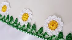 Big Daisies Crochet Lace Making erzählt türkischen Video . Crochet Borders, Crochet Flower Patterns, Crochet Patterns Amigurumi, Crochet Flowers, Crochet Lace, Knitting Patterns, Embroidery For Beginners, Crochet Patterns For Beginners, Knitting For Beginners