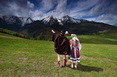 ... V pozadí Ždiarska Vidla a Havran... Folk Costume, Beautiful Love, Folklore, Christianity, Traditional, Beauty, Instagram, Dress, Beleza