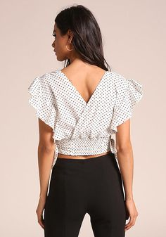 A crop top in a woven bodice with a polka dot print. Looks perfect with bell bottom pants and ankle strap he White Outfits, Casual Outfits, Fashion Outfits, Womens Fashion, Fancy Tops, Crop Blouse, Junior Outfits, Blouse Patterns, Top Pattern