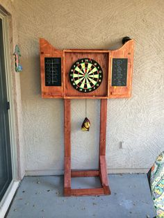 How to build an outdoor dartboard stand – DIY projects for everyone! Backyard Games, Backyard Projects, Outdoor Projects, Wood Projects, Woodworking Projects, Outdoor Decor, Outdoor Games, Garden Games, Dartboard Stand Diy