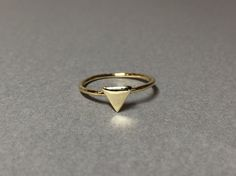 Triangle motif ring