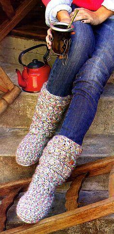 tejidos artesanales en crochet: botas tejidas en crochet con base de alpargatas
