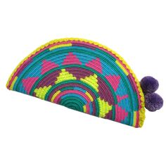 Wayuu Clutch. Handmade and Fair Trade Wayuu Clutches – LOMBIA & CO. | www.LombiaAndCo.com Tapestry Bag, Tapestry Crochet, Creative Bag, Poufs, Tapestries, Hand Towels, Fair Trade, Coaster, Vivid Colors