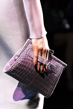 Armani Privé Fall 2012 Couture Fashion Show Plaid Fashion, Green Fashion, Fashion Bags, Couture Fashion, Beautiful Curves, Beautiful Bags, Armani Privé, Cool Girl Style, New Years Dress