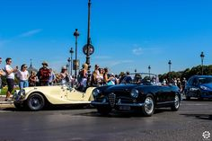 #Alfa_Romeo #Giulietta #Spyder à la Traversée de #Paris en #Voitures #Anciennes #TdP2015 Article original : http://newsdanciennes.com/2015/08/03/grand-format-news-danciennes-a-la-traversee-de-paris-2/ #Cars #Vintage
