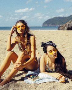 2019 Swimsuit Trends Perfect for Vacation! Flirting Quotes For Her, Flirting Tips For Girls, Flirting Memes, Dating Quotes, Photos Bff, Friend Pictures, Videos Instagram, Photo Instagram, Brene Brown
