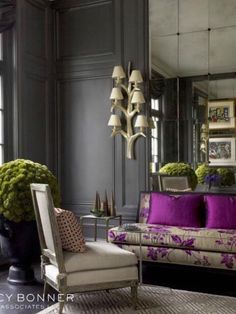 Feminine interior design & decor in a living room: pink, purple, fuchsia and charcoal gray walls Design Salon, Canapé Design, House Design, Design Trends, Design Ideas, Modern Design, Living Room Paint, Living Room Decor, Living Rooms