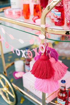 Amazing Valentine Theme Party Decoration Ideas - Valentine's birthday by its very nature naturally fits be a remarkable festival. Hold onto the day and make your extraordinary Birthday Valentine feel. Valentines Day History, Valentine Theme, Valentines Day Decorations, Valentines Day Party, Walmart Valentines, Pink Party Decorations, Valentinstag Party, Valentine's Day Quotes, Candy Hearts