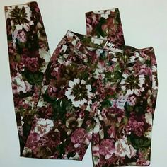 40% off  $40! Floral High Waist Jeggings EUC Pretty jewel tone floral pattern CHRISTMAS IN JULY SALE Aeropostale Jeans