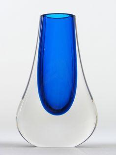 9572 Whitefriars blue cased glass vase