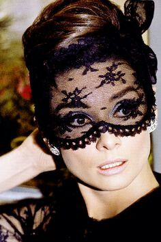 Fashion moment from Audrey Hepburn in How to Steal a Million