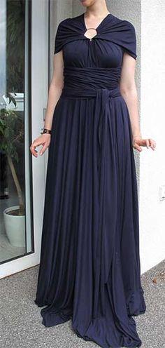 """Ein """"Infinity Dress"""" ist ein Kleid, das in vielen Variationen getragen werden kann. An einem Kreativwochenende entstand ein solches Kleid – selbst genäht."""