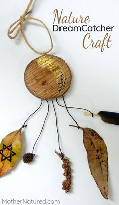 Nature Dreamcatcher craft using a woodslice and leaves. So beautiful! DIY #KidsFashionDIY