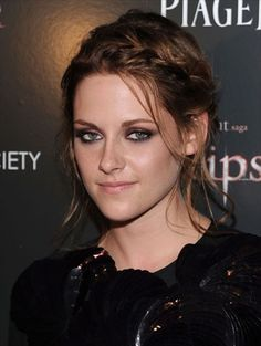 """Kristen Stewart attends The Cinema Society & Piaget host a screening of """"The Twilight Saga: Eclipse"""" at the Crosby Street Hotel on June 2010 in New York, New York. Valentine's Day Hairstyles, Casual Hairstyles, Celebrity Hairstyles, Braided Hairstyles, Eye Makeup, Hair Makeup, Pelo Casual, Kristen Stewart Hair, Kirsten Stewart"""