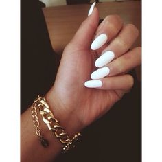 WTF is with these monster nails lately? I think this is so ugly.