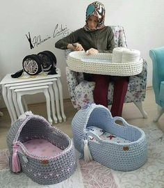 7 and one half inch ooak crochet bassinet for a girl or boy doll - Salvabrani Image gallery – Page 682576887252250737 – Artofit Crochet Blanket Patterns, Baby Patterns, Crochet Stitches, Knit Crochet, Crochet Hats, Baby Moses, Diy Crochet Basket, Baby Baskets, Moses Basket