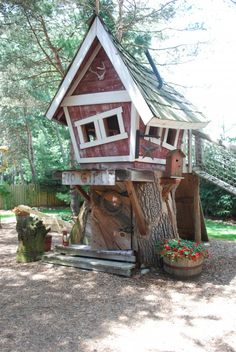Crooked Tree House, so cute, would love to have this in the back yard. If I had a tree. tk