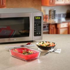 * Magic Chef Microwave Cookware Review & Giveaway ~ http://steamykitchen.com - Ends 12/5/16